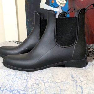Brand New pair of rain boots